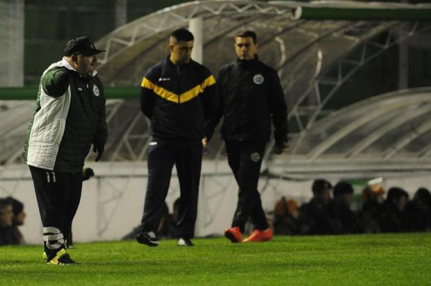 Julinho se revolta com erro da arbitragem no empate do Juventude com o Figueirense Marcelo Casagrande/Agencia RBS