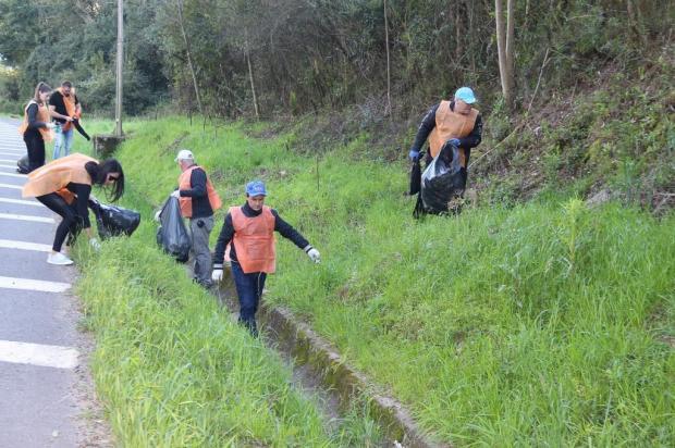 Voluntários recolhem 15 toneladas de lixo da BR-470, em Garibaldi Valéria Loch/Divulgação