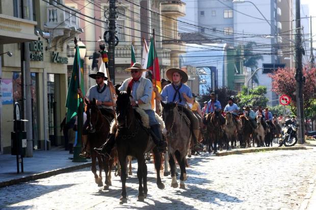Desfile Farroupilha volta ao centro de Caxias com danças típicas e cavalgada Roni Rigon/Agencia RBS