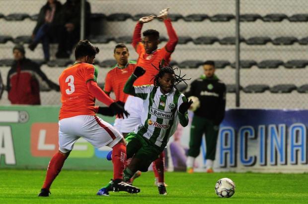 Em noite gelada, Juventude repete fracas atuações e fica no 0 a 0 com o Boa Esporte no Jaconi Porthus Junior/Agencia RBS