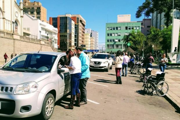 Ato orienta motoristas sobre importância em respeitar vagas para pessoas com deficiência em Caxias Mateus Frazão/Agencia RBS