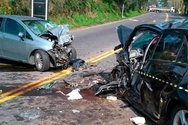 Dois carros batem de frente na BR-470, em Veranópolis, e causam a morte de idoso e criança Aldacir Benelli / Divulgação/Divulgação