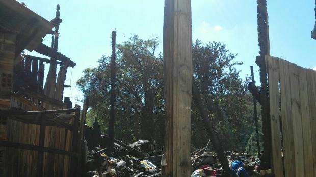 Campanha ajuda família que perdeu casa em incêndio em Caxias Arquivo Pessoal  / Divulgação /Divulgação