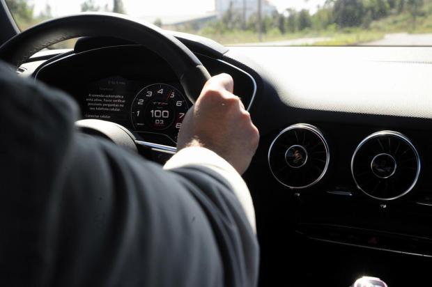 De 0 a 100 km em 3 segundos: a experiência em um carro super esportivo Marcelo Casagrande/Agencia RBS
