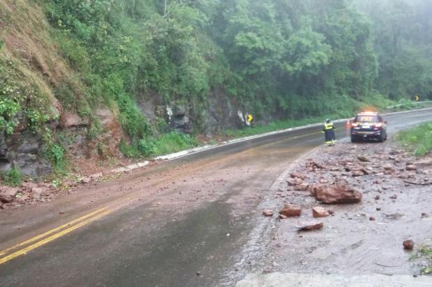 Queda parcial de pedras em trecho da BR-116 pede atenção dos motoristas PRF / Divulgação/Divulgação