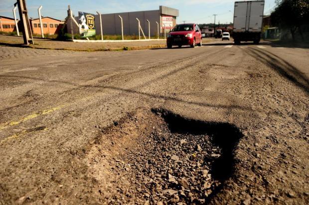 Chuva voltou e os buracos nas estradas de Caxias não foram consertados Diogo Sallaberry/Agencia RBS