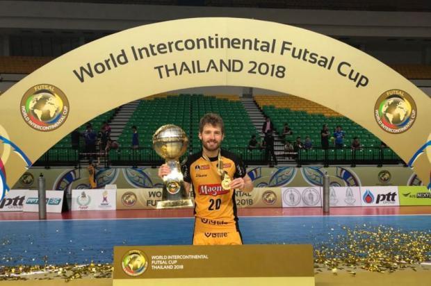 Caxiense Matheus Sacon celebra título do Mundial pelo Magnus Arquivo pessoal/Divulgação
