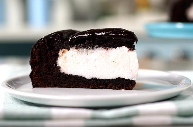 Na cozinha: esse bolo de chocolate com ganache é ideal para o seu café Tastemade / Divulgação/Divulgação