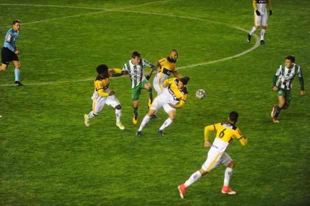 Sem inspiração, Juventude arrisca pouco e volta a perder em casa na competição Lucas Amorelli/Agencia RBS