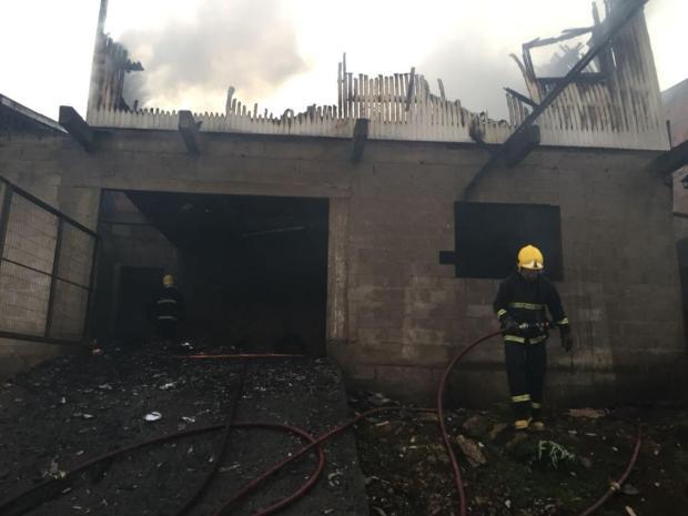 Incêndio destrói casa em Caxias do Sul Cristiano Lemos/Agência RBS