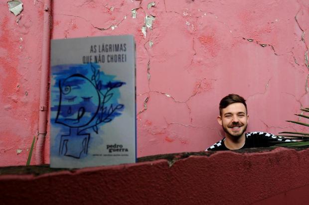 """Pedro Guerra autografa """"As lágrimas que não chorei"""" nesta sexta, em Caxias Lucas Amorelli/Agencia RBS"""