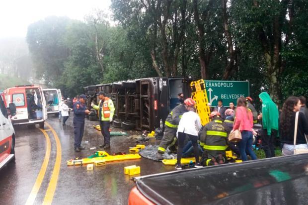 Acidente com ônibus bloqueia trânsito na BR-470 em Veranópolis PRF / Divulgação/Divulgação