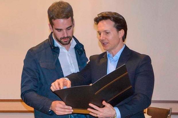 Prefeito de Caxias declara apoio ao candidato Eduardo Leite para o governo do RS Facebook / Reprodução/Reprodução