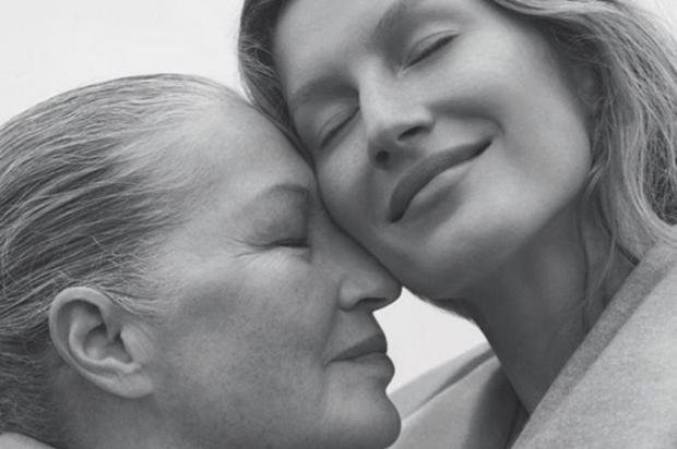 3por4: Gisele Bündchen e a mãe Vânia são a capa da edição de outubro da Vogue Brasil reprodução/reprodução