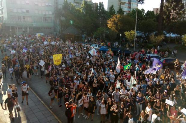 Manifestantes protestam contra Jair Bolsonaro em Caxias do Sul Lucas Demeda/Agência RBS