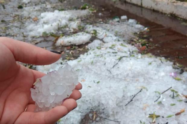 Chuva de granizo provoca estragos em moradias de Cotiporã Ana Júlia Griguol / Divulgação/Divulgação