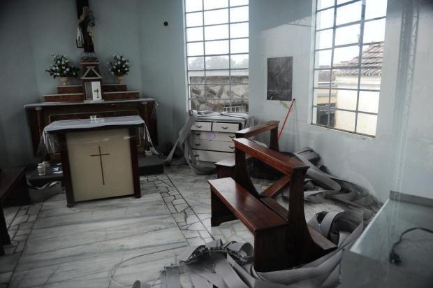 Capela no Cemitério Municipal I, em Caxias do Sul, é depredada Porthus Junior/Agencia RBS