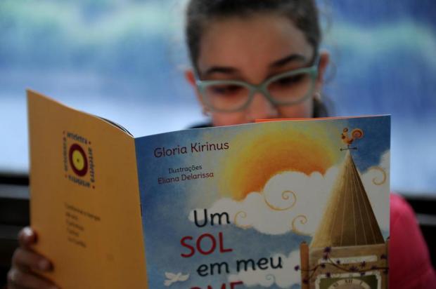 Escritora peruana Gloria Kirinus aborda o despertar do encanto pelas letras em palestra nesta sexta-feira, em Caxias Lucas Amorelli/Agencia RBS