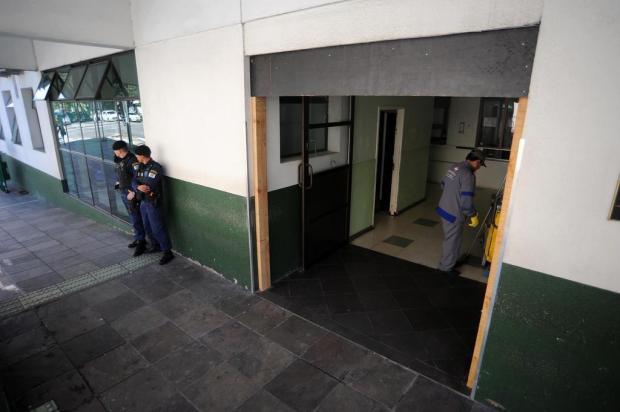 Instalação de moldura de madeira na porta de entrada do Postão de Caxias segue sem explicação Felipe Nyland/Agencia RBS