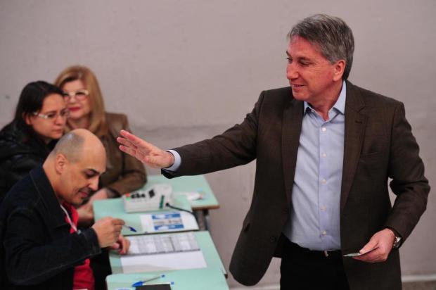 Rigotto vota em Caxias do Sul e critica legislação eleitoral Diogo Sallaberry/Agencia RBS
