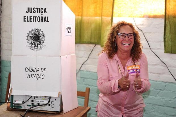 Acompanhada de apoiadores, Abigail Pereira vota em Caxias do Sul Diogo Sallaberry/Agencia RBS