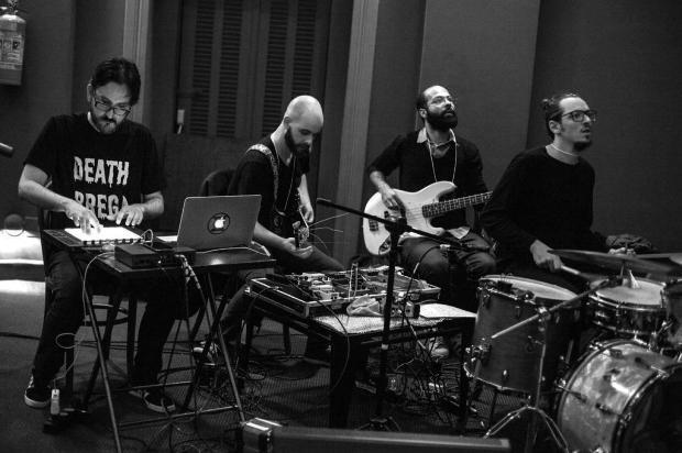 """Filme """"Frankenstein"""" terá sessão musicada ao vivo pela banda Quarto Sensorial, em Caxias do Sul Beta Iribarrem/Divulgação"""