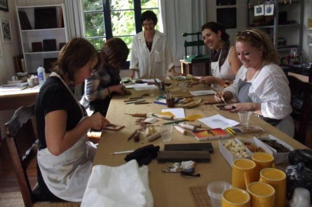 Agenda: Marinês Busetti promove aulas de block printing, nesta quarta, no Taru João Francisco Barbosa/divulgação
