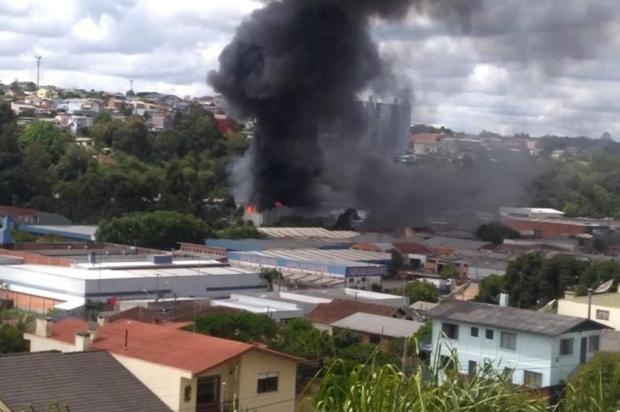 Incêndio atinge empresa no bairro São José, em Caxias do Sul Augusto Sartori/Divulgação
