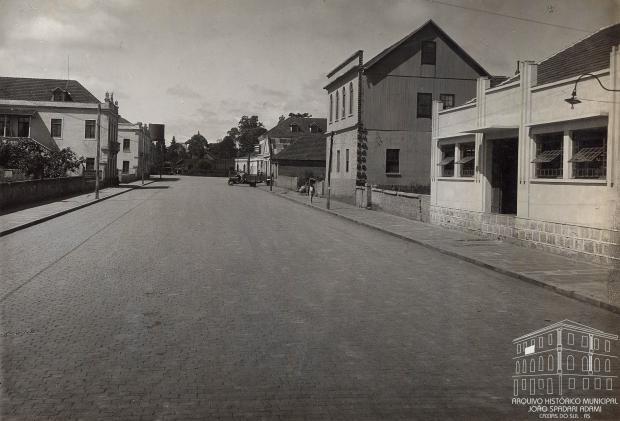 Memória: Rua Coronel Flores pavimentada em 1942 Studio Geremia / Arquivo Histórico Municipal João Spadari Adami, divulgação/Arquivo Histórico Municipal João Spadari Adami, divulgação