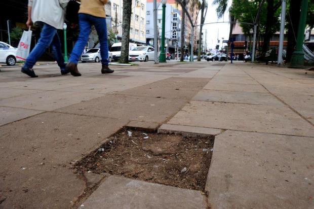 Placas de monumentos da Praça Dante só devem ser repostas no ano que vem Lucas Amorelli/Agencia RBS