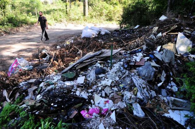 População transforma áreas públicas em lixões a céu aberto em bairros de Caxias Diogo Sallaberry/Agencia RBS