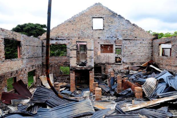 Patrimônio público é alvo de incêndio em área de preservação de Vila Seca, em Caxias Lucas Amorelli/Agencia RBS