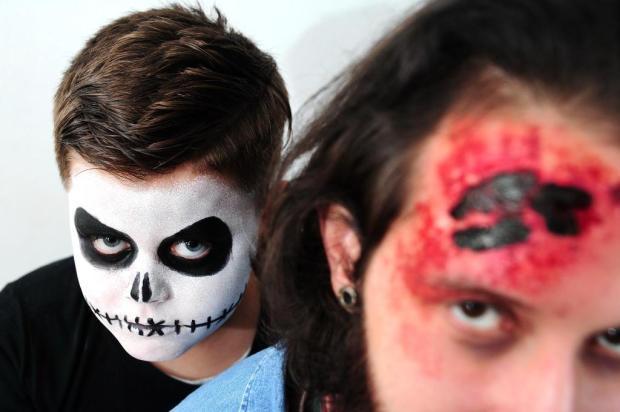 Maquiadora caxiense Bruna Hofmeister ensina a criar duas caracterizações para o Halloween Diogo Sallaberry/Agencia RBS
