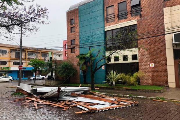Árvores e postes obstruem ruas de Caxias após temporal Porthus Junior / Agência RBS/Agência RBS