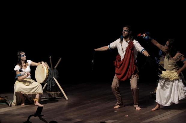 """Inspirada nos antigos índios americanos, peça """"Contos do Avô Sol e da Avó Lua"""" tem sessão nesta sexta-feira, em Caxias Leandro Foscarini/divulgação"""