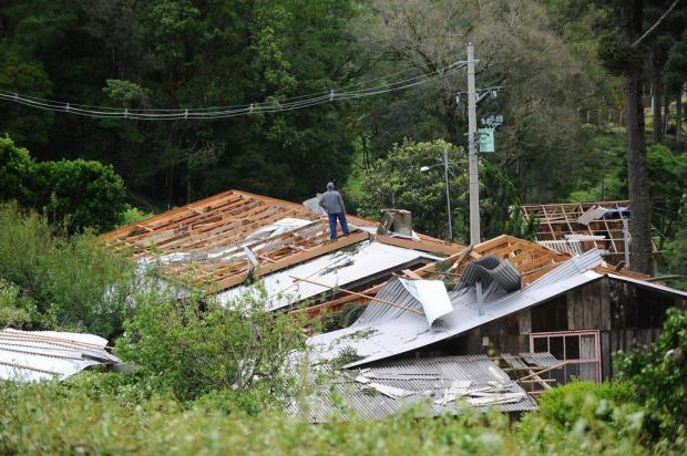 O que causou o temporal que danificou cidades e arrasou o campo na Serra Porthus Junior/Agencia RBS
