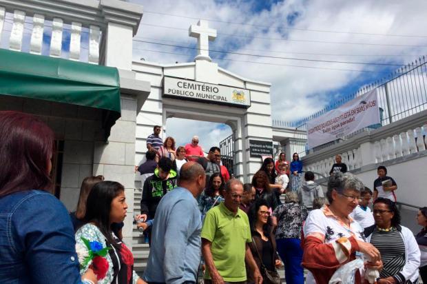 Milhares de pessoas visitam Cemitério Municipal de Caxias nesta sexta-feira Lizie Antonello / Agência RBS/Agência RBS