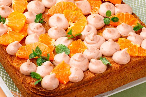 Na cozinha: que tal um bolo de tangerina coberto com brigadeiro de morango? Nestlé / Divulgação/Divulgação