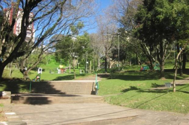 Praça de Bento Gonçalves recebe 150 novas mudas de árvores Prefeitura de Bento Gonçalves/Divulgação