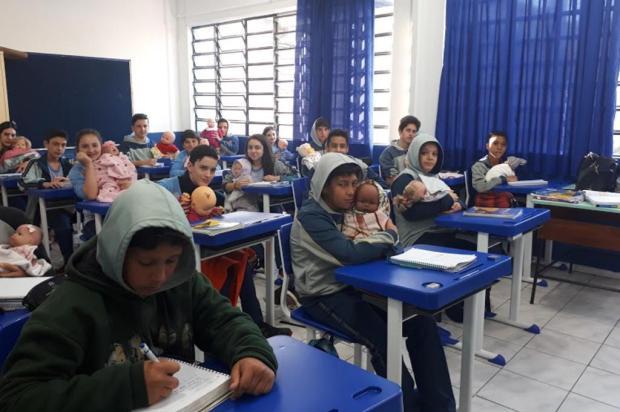 Bebês de arroz para orientar sobre gravidez Escola Adventista/Divulgação