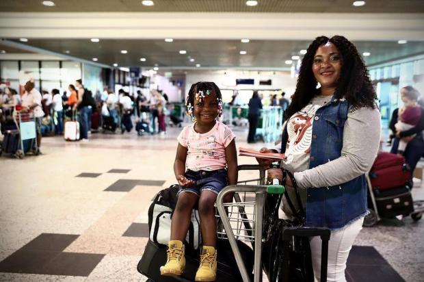 Monette Esperance embarca para buscar os filhos no Haiti Carlos Macedo/Agencia RBS