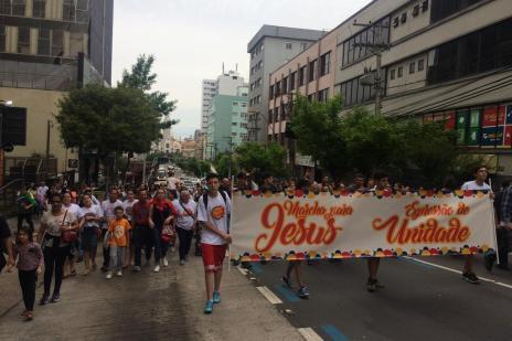 Centenas participam de Marcha para Jesus em Caxias do Sul (Juliana Bevilaqua/Agência RBS)