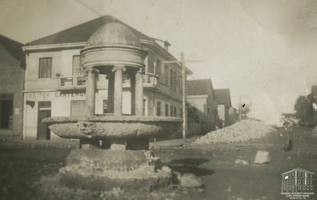 Memória: Um bebedouro para animais em São Pelegrino Arquivo Histórico Municipal João Spadari Adami / divulgação/divulgação