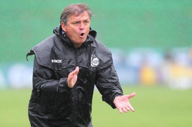 """""""Me sinto envergonhado demais"""", diz Luiz Carlos Winck sobre goleada sofrida para o CSA Porthus Junior/Agencia RBS"""