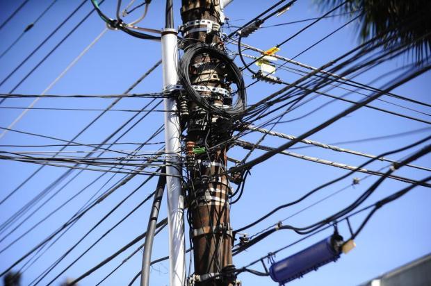 Projeto de lei aprovado em Gramado prevê multa a empresas por fios sem uso em postes Ronaldo Bernardi/Agencia RBS