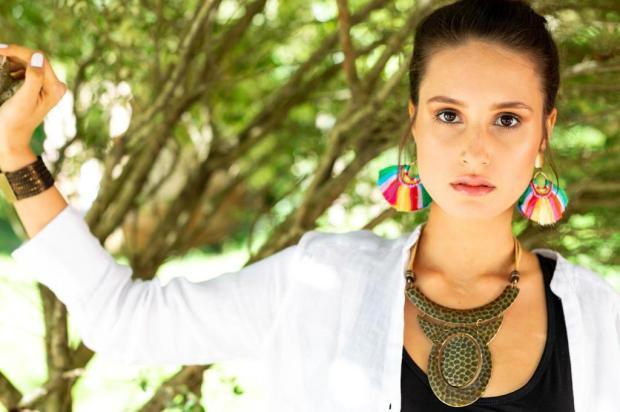 3por4: Grife Melissa Azevedo Complementos lança coleção Bouganvilles Manu Zatti/Divulgação