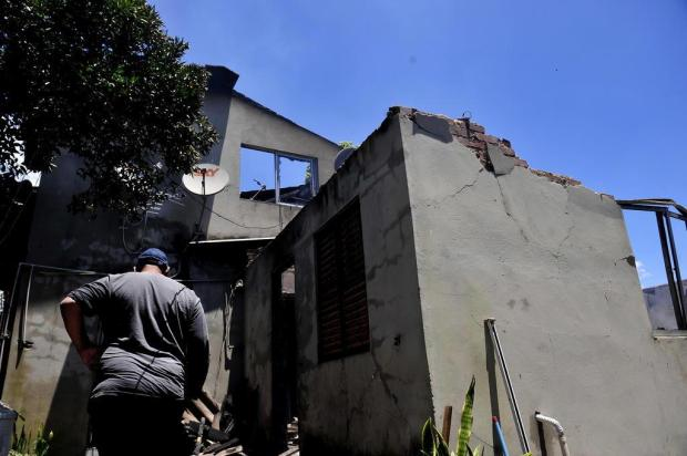 Família pede ajuda após perder tudo em incêndio no bairro Cristo Redentor, em Caxias Lucas Amorelli/Agencia RBS