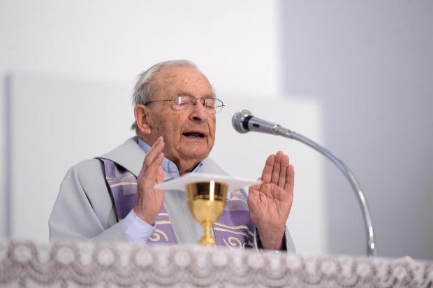 Padre Fábio Piazza chega aos 100 anos com missa e festa em Caravaggio, em Farroupilha Felipe Nyland/Agencia RBS