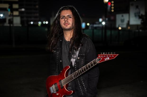Virtuose da guitarra de 19 anos, Luis Kalil ministra workshop em Caxias Julio Mendoza/Divulgação