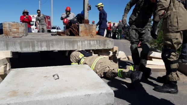 Em Garibaldi, bombeiros da Serra participam de treinamento com profissionais americanos Bombeiros de Garibaldi / Divulgação/Divulgação